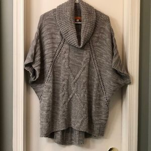 Grey and white cowl neck short sleeve sweater